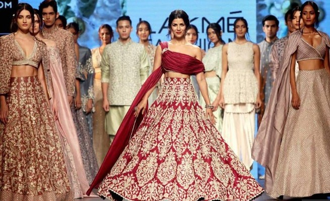 LAKME FASHION WEEK 2017: BOLLYWOOD GLIMPSE
