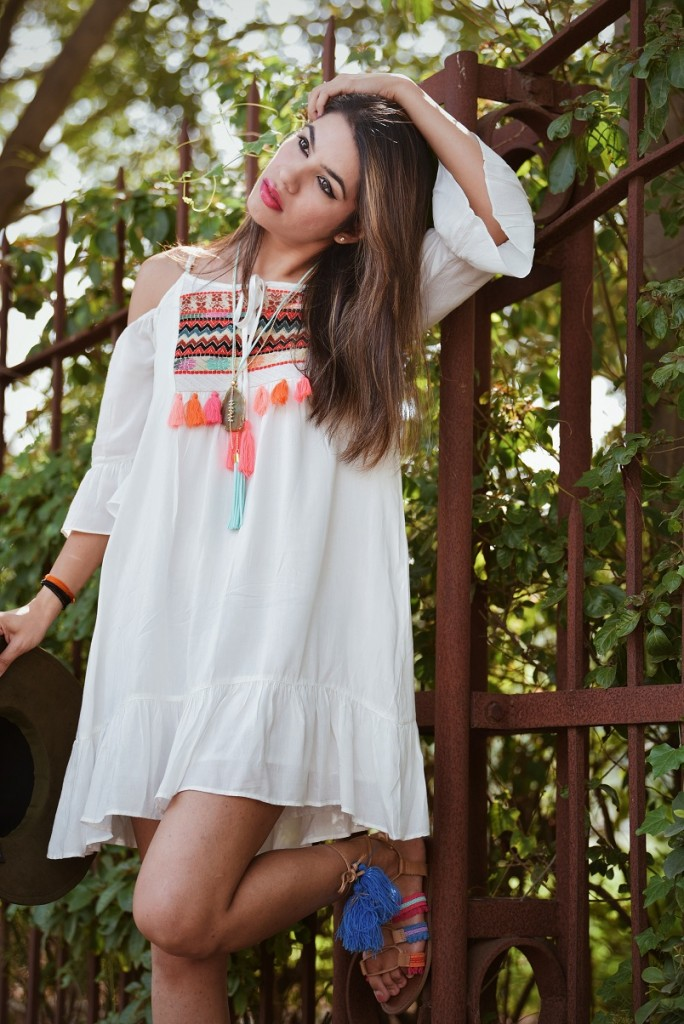 colossal closet, beach look, goa, ootd, beach outfit, white dress, cold shoulder, fashion trends,