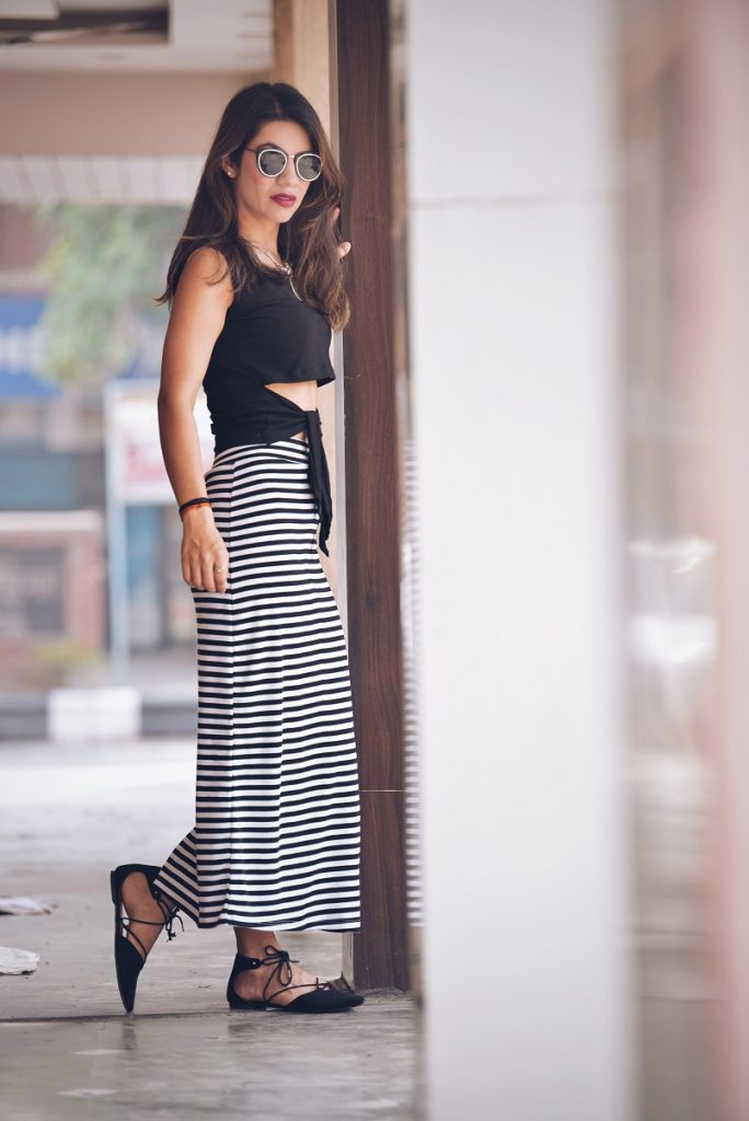 shopclues, eoss, end of season sale, stripes, monochrome, black and white, ootd, colossal closet, mansi wadhwa, lookbook